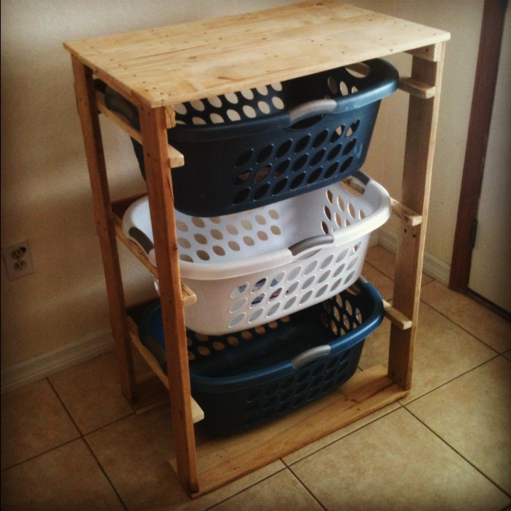 122 awesome diy pallet projects and ideas furniture and garden laundry basket holder pp72 solutioingenieria Choice Image