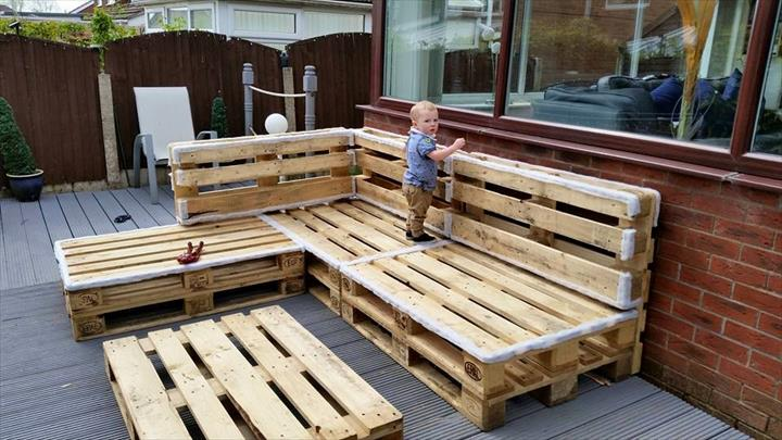 It Has Floated Around In A Few Different Designs On Multiple Sites The Fact That You Can Large Outdoor Couch With Tables All Handmade From Pallets