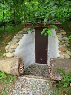 This is another great in ground DIY root cellar. Instead of having walls built of cinder block these walls are built of earthbags. & 25 DIY Root Cellar Plans u0026 Ideas to Keep Your Harvest Fresh Without ...