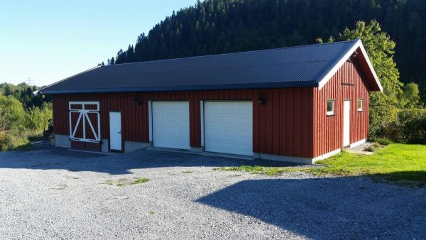 18 free diy garage plans with detailed drawings and instructions this is an amazing garage it has room for at least 2 vehicles and then ample amount of room for storage too and it also looks like a barn solutioingenieria Images