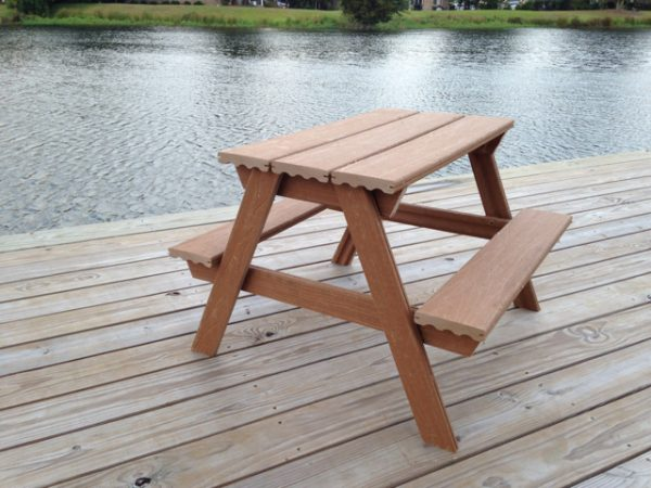 This Table Is Another One That Is Meant For A Small Child. But It Is Really  Neat In Its Design. They Actually Used Composite Decking Boards To Build  This ...