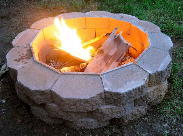 When you visit the website you'll notice in the heading it says 'it's easy.'  That is a good sign! When they include that it is usually because it is a  super ... - 57 Inspiring DIY Outdoor Fire Pit Ideas To Make S'mores With Your Family