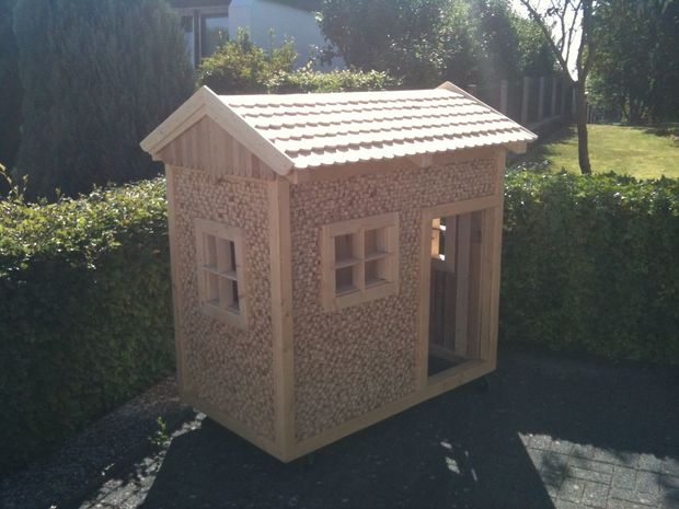 31 free diy playhouse plans to build for your kids 39 secret for Simple outdoor playhouse plans