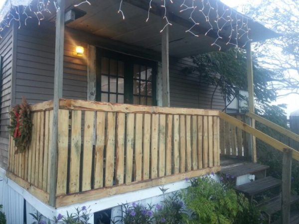 32 diy deck railing ideas designs that are sure to. Black Bedroom Furniture Sets. Home Design Ideas