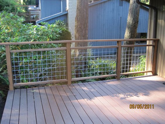 Incroyable This Is Another Deck Railing Idea That Includes Cattle Or Hog Paneling.  They Changed It Up A Little Bit Because It Has Extra Railing At The Top Too.