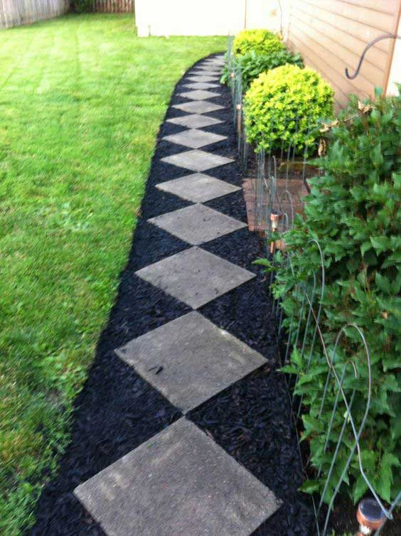 Charmant 2. The Mulched Walkway