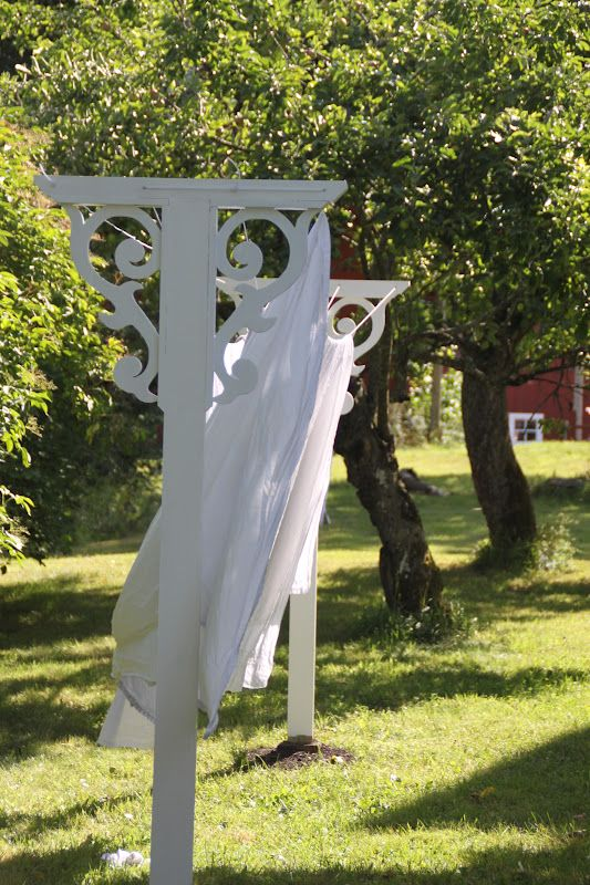 26 clothesline ideas to hang dry your clothes and save you - How to get exterior paint out of clothes ...