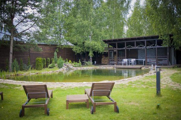 elegant-house-pond