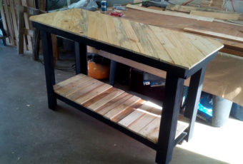 25 gorgeous diy kitchen islands to make your kitchen run smoothly pallet kitchen island with pattern top solutioingenieria Choice Image