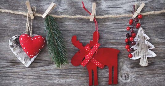 30 DIY Christmas Garland Ideas  for Inexpensive Holiday Decorations