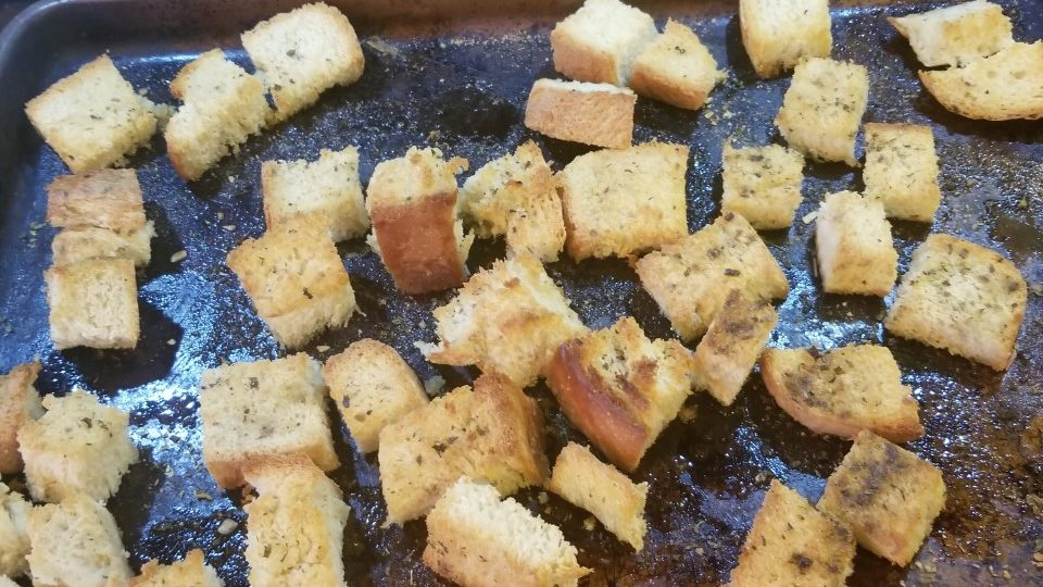 hot to make croutons